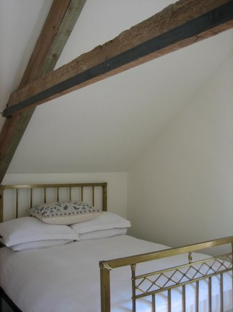 Streamcombe Farm: The Valley Room. Light and airy.  A lovely room overlooking the garden and valley beyond.