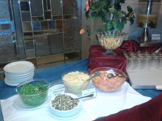 Hotel Ritz Inn: Healthy spread for breakfast!