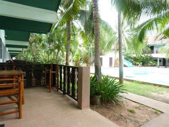 Dolphin Bay Resort: Terrasse partagée