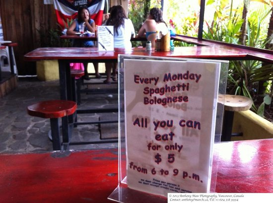 Backpackers Paradise Costa Linda: Monday night spaghetti dinner special is worth checking out