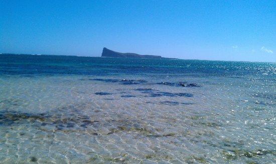 Allamanda: Beach  three minutes from the hotel