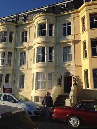 Clarence Gardens Hotel: Front of the hotel