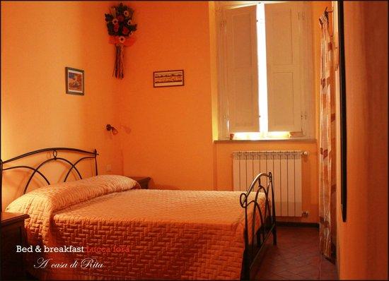 Bed & Breakfast Lucca Fora: Camera ARANCIONE