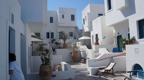 Oia's Sunset Apartments: Patio central del hotel