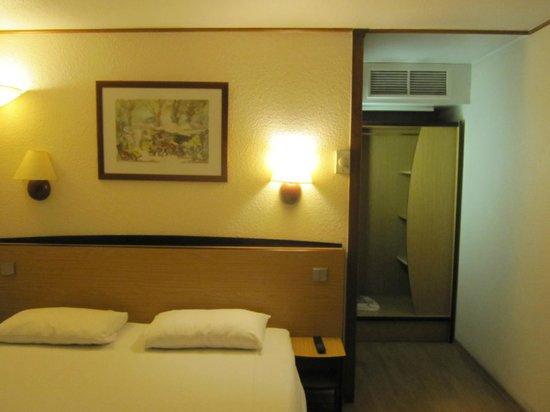 Campanile Strasbourg Ouest : Номер с одной большой кроватью