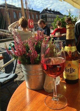Hyttefadet : rose & nice sunny day