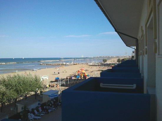 i balconi dell'hotel diana di rimini