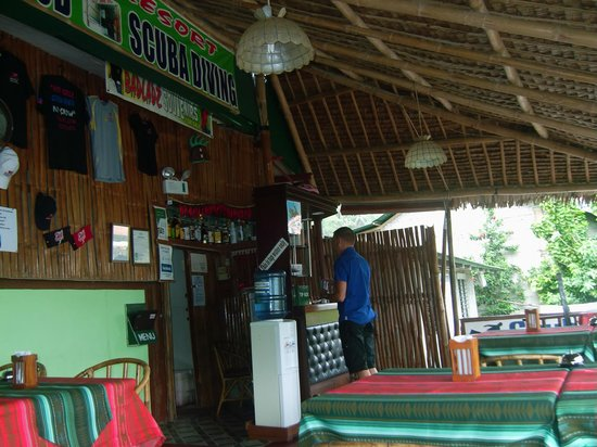 Badladz Dive Resort : reception and restaurant