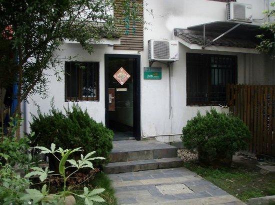 Flower Inn Hangzhou West Lake : entrance, Building #37