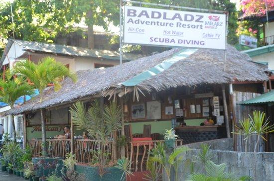 Badladz Dive Resort : dining in front of the bay