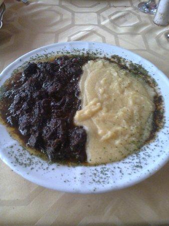 Trattoria Acqua Dolce: Stracotto di somarina con polenta.