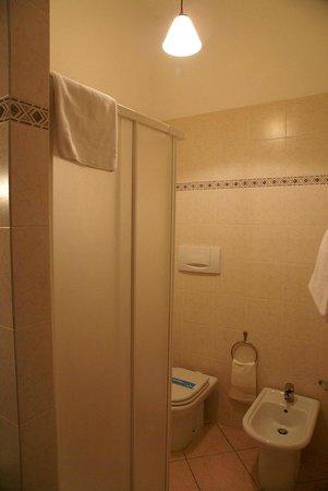 Villa Gloria: bagno