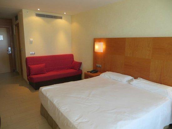 AR Diamante Beach SPA Hotel & Convention Centre: Bedroom.