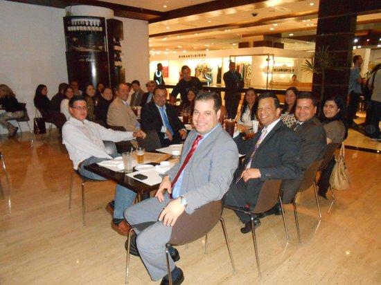 Shoga: Salón principal. Reunión de grupo