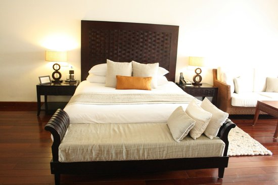 Jaypee Greens Golf and Spa Resort : King size bed
