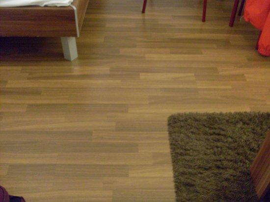 Apartmenthaus Hietzing: pavimento camera/sala