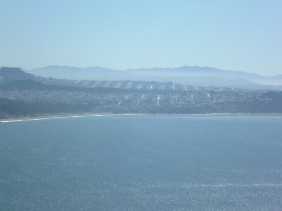 San Francisco Shuttle Tours: View of San Francisco neighbourhoods at the Marin Headlands stop