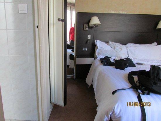 Hotel Magellan: Small room, does the job, great windows