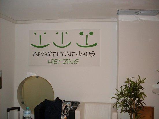 Apartmenthaus Hietzing: atrio portone