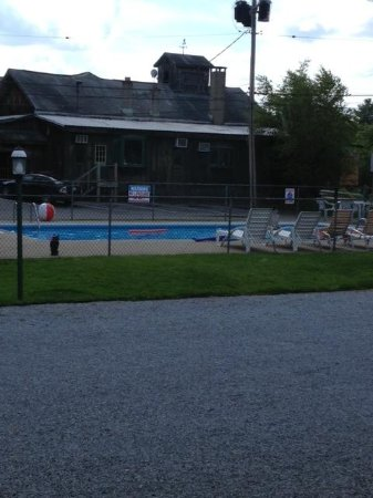 Blue Spruce Motel : piscine