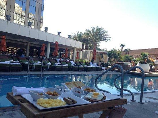 Mandarin Oriental, Las Vegas: Enjoyable pool side breakfast
