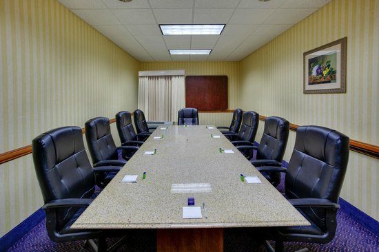 Hampton Inn Bordentown: Host your next meeting or event at our Bordentown, NJ hotel.