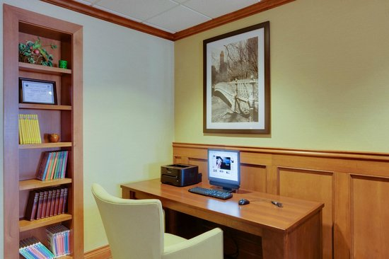 Hampton Inn Bordentown: Stay connected in the business center of our Bordentown hotel.