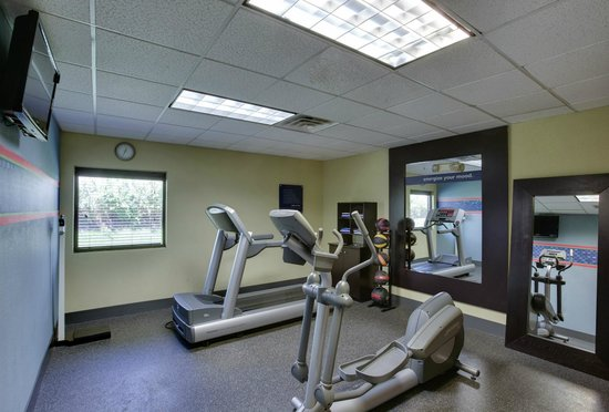 Hampton Inn Bordentown: Work up a sweat in the fitness center of our Bordentown hotel.