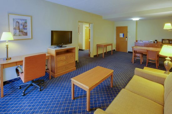 Hampton Inn Bordentown: Our Bordentown, NJ hotel offers suites for extra room to stretch out.