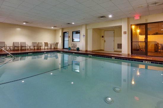 Hampton Inn Bordentown Take A Dip In The Pool Of Our Nj Hotel