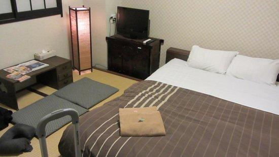 K's House Tokyo Oasis: cama 1'60m, sala y zona de estar todo en uno