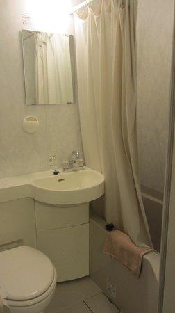 K's House Tokyo Oasis: con bañera