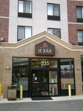 هوتل لو جولي: Eingang zum Hotel