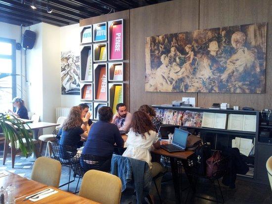 Bej : Inside dining area