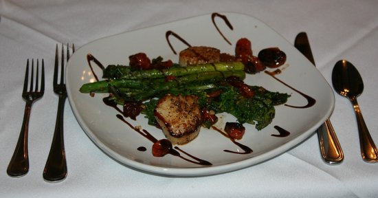 Crestmont Inn & Restaurant