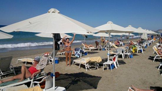 Minos Mare Royal: Пляж