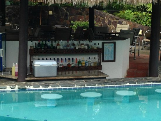 East Winds: Pool bar