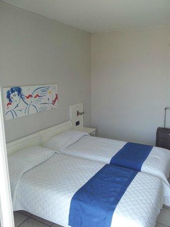 Adrina Beach: room