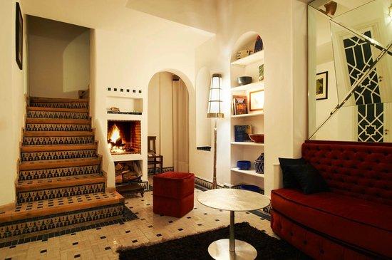 Albarnous Maison d'Hotes: Lobby Feu ouvert