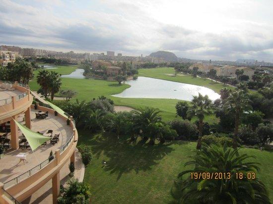 Hotel Alicante Golf: Vue sur le lac