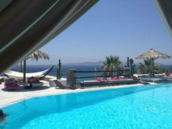 Apollonia Hotel & Resort : View from the bar of the swimming pool