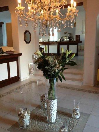 Apollonia Hotel & Resort: Front Desk
