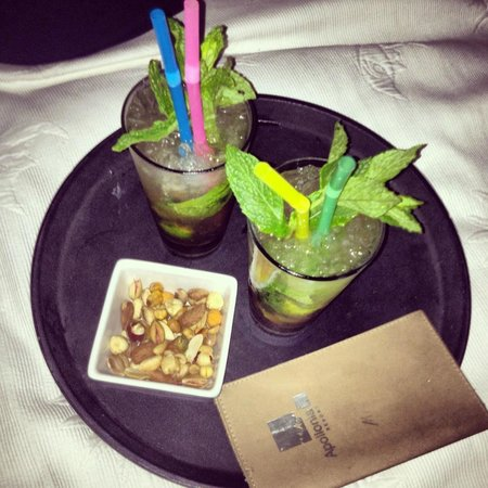 Apollonia Hotel & Resort: Mojitos on the Terrace