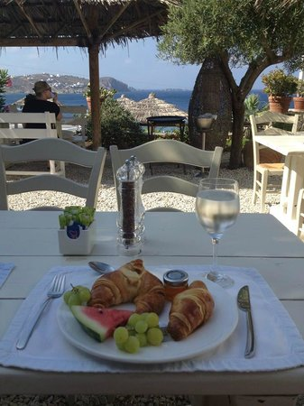Apollonia Hotel & Resort : Breakfast outside