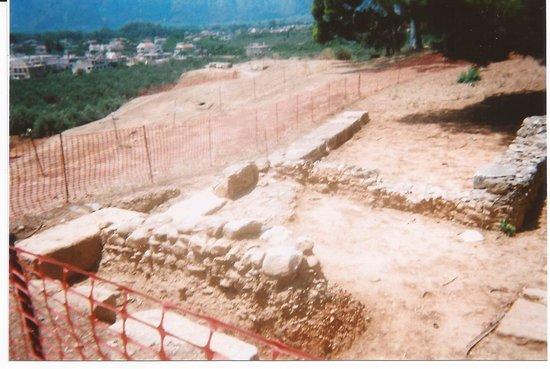 Acropolis and Ancient Theater : Aujourd'hui des fouilles sont en cours