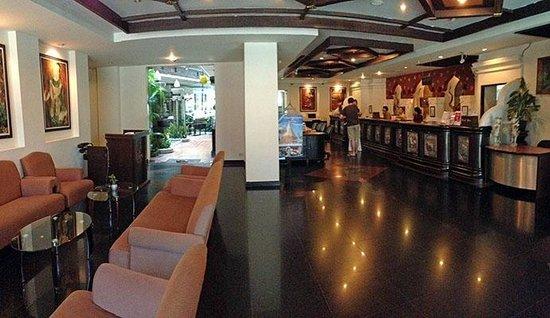 Raming Lodge Hotel & Spa: Front Desk/Lobby