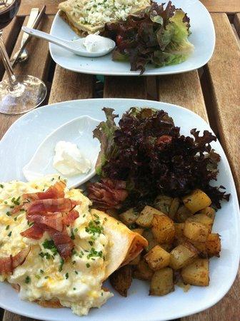 Picnic Restaurant: Huevos rancheros