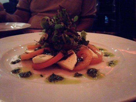 Red Sky Bar & Restaurant: Mozzarella and tomato salad