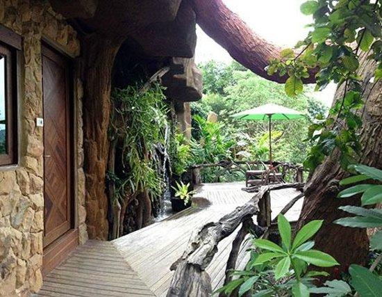 Bura Resort: Villa Deck with Water Feature