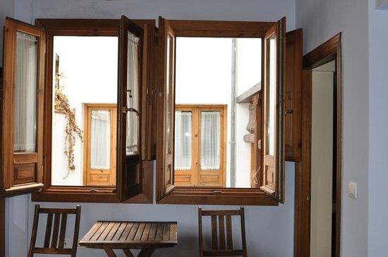 Alhaja : Windows open in bedroom 1